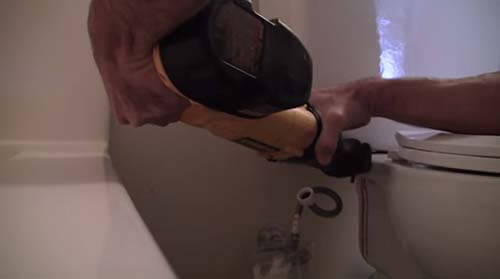 Cutting toilet bolt with reciprocating saw 02